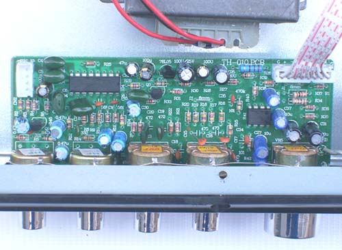 电路:分卡拉ok音调板和功放板电源两部分,它们通过一条8pin的排线